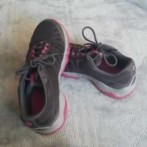 Columbia omni grip tennis shoes